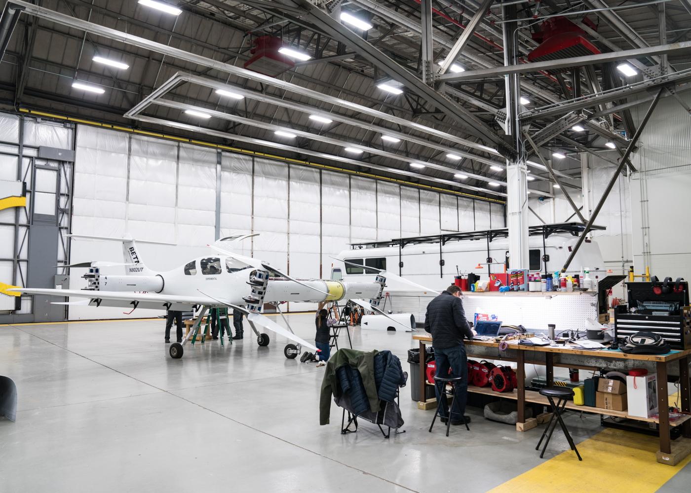 Alia predecessor Ava XC in hangar